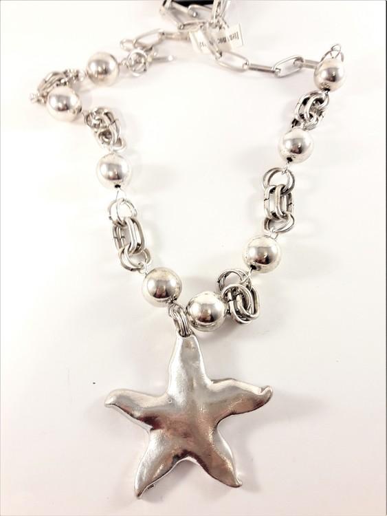 Silverfärgat halsband med sjöstjärna som hänge