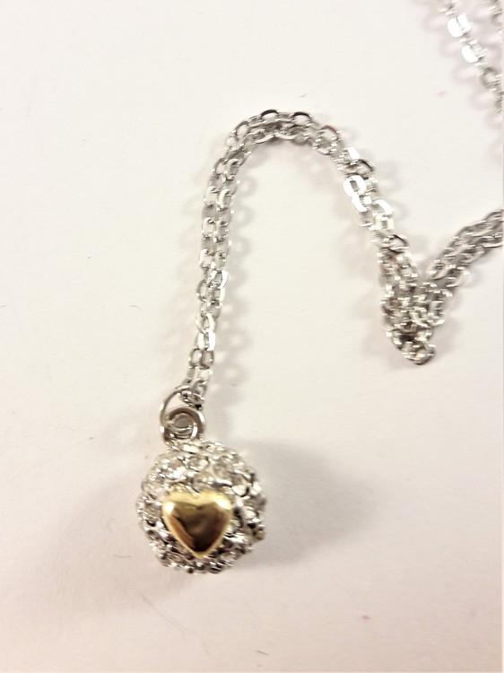 Halsband med litet hjärta på strassboll silver och guldfärg