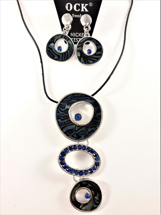 Halsband med strass och blå detaljer samt matchande örhängen