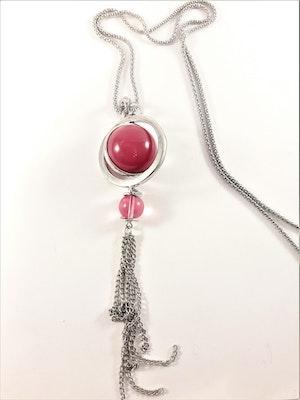 Halsband med detaljer och kulor i silverfärg och rött