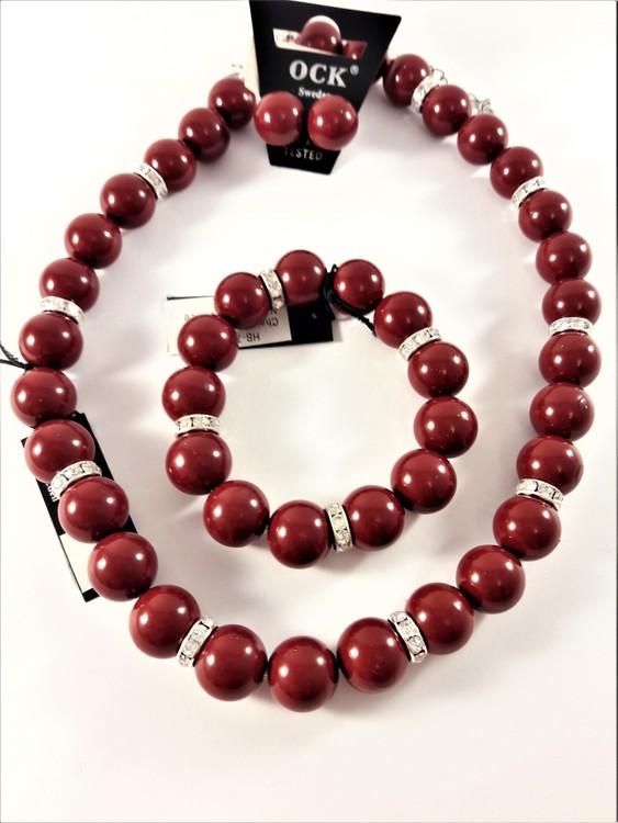Halsband med röda kulor och strass med matchande armband och örhängen