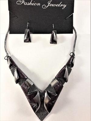 Dekorativt, tungt och vackert lyxhalsband och örhängen i lila