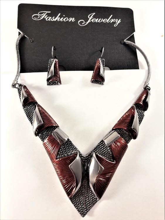 Dekorativt, tungt och vackert lyxhalsband och örhängen i rött