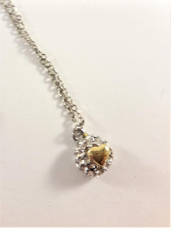 Sött halsband med hjärta på liten strassboll i silver och guldfärg