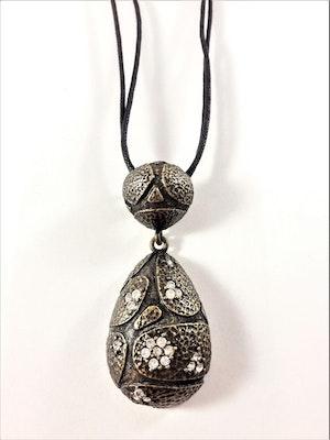 Halsband med Strassprytt Hänge Mörkfärg