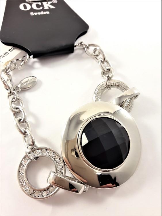 Kraftigt armband med berlock med svart sten och ringar med strass och rodium