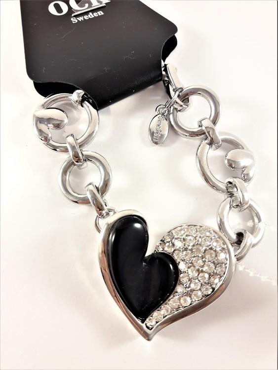 Armband med berlock med svart hjärta, silverfärgade hjärtan och strass och rhodium