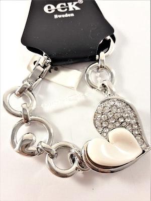 Armband med berlock med vitt hjärta, silverfärgade hjärtan, strass och rhodium