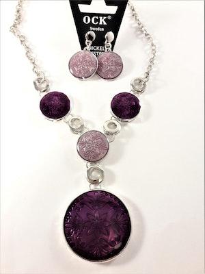 Silverfärgad halskedja med lila detaljer samt matchande örhängen