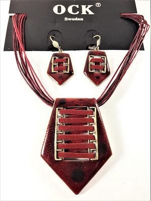Set med halsband och örhängen i rött