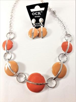 Halsband med detaljer i orange och matchande örhängen