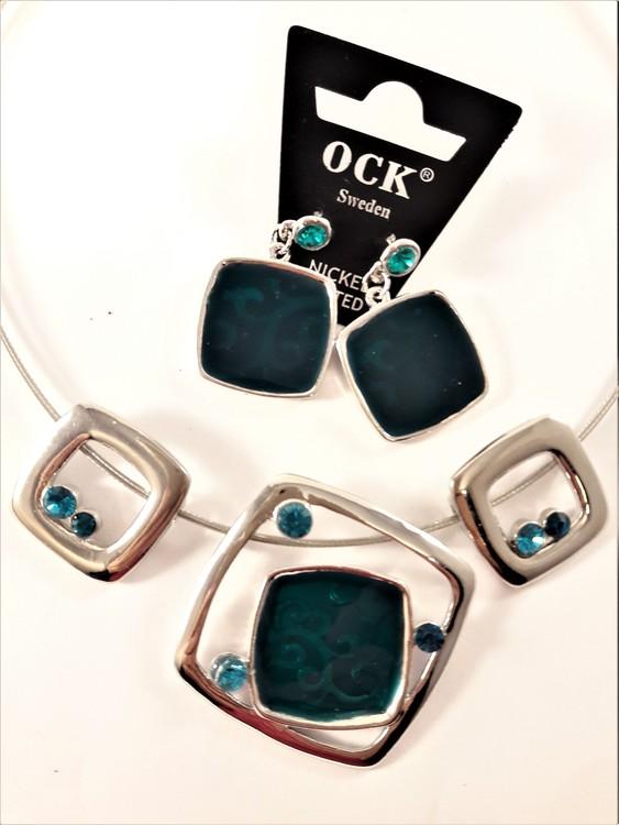 Halsband med silverfärgade och blågröna fyrkanter och matchande örhängen