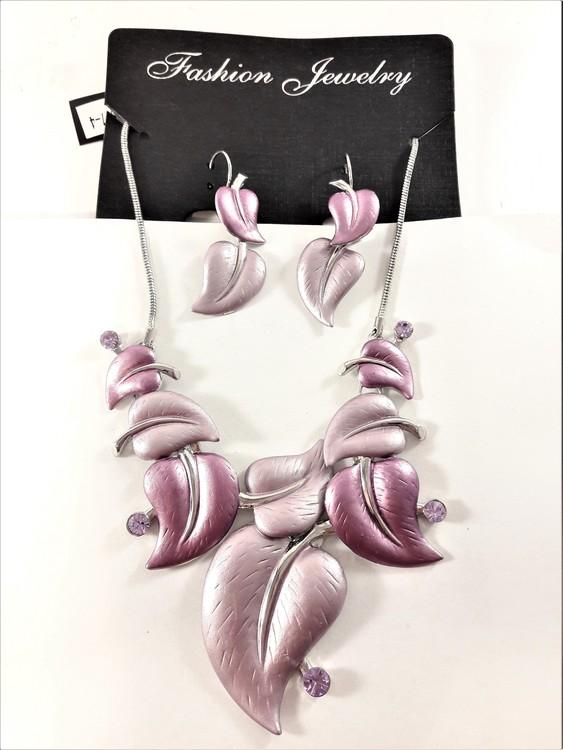 Dekorativt och vackert lyxhalsband och örhängen formade som löv i lila