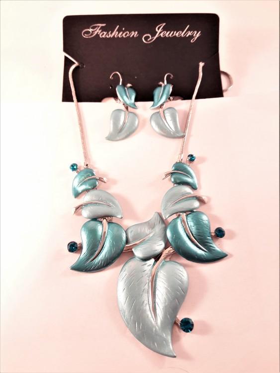 Dekorativt och vackert lyxhalsband och örhängen formade som löv i turkos