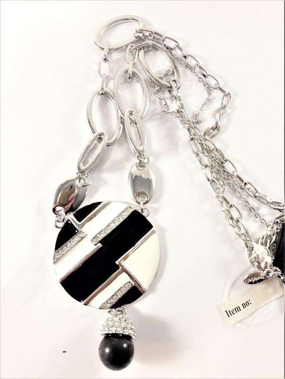 Halsband med platta och kula i svart och vitt