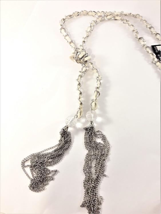 Öppet halsband med rem och kedja med detaljer i silverfärg