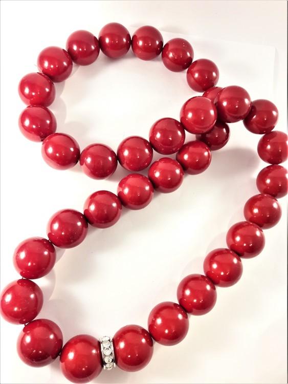 Halsband med träkulor i rött