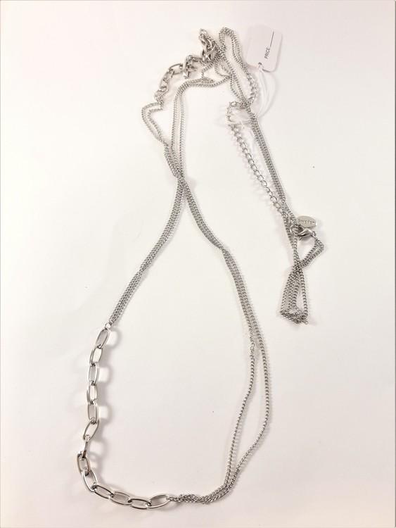 Dubbelt halsband i silverfärg