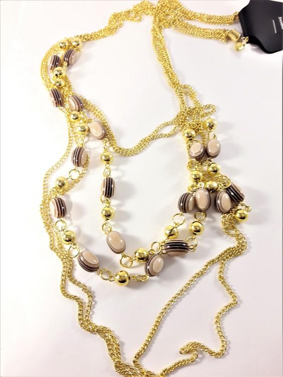 Flerradigt halsband med detaljer i guldfärg
