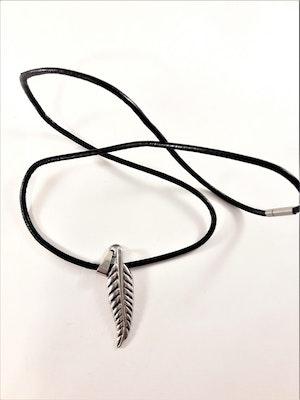 Halsband med löv i silverfärg