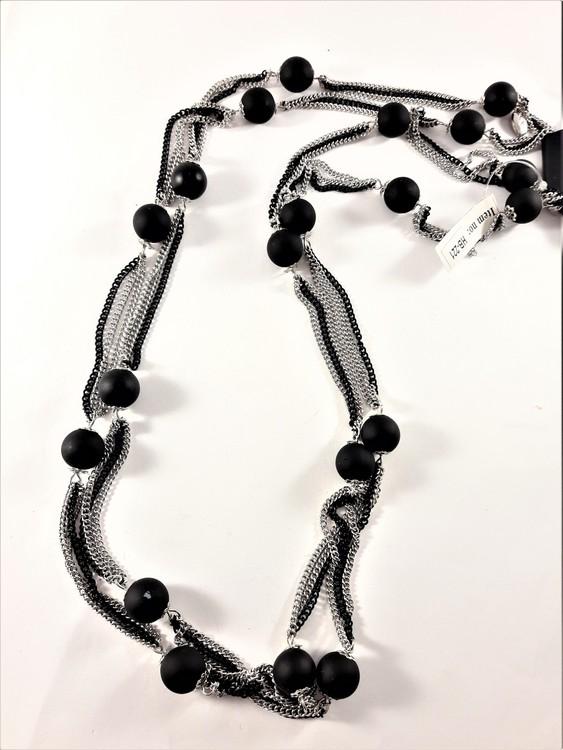 Flerradigt Halsband med Detaljer Svart och Silverfärg