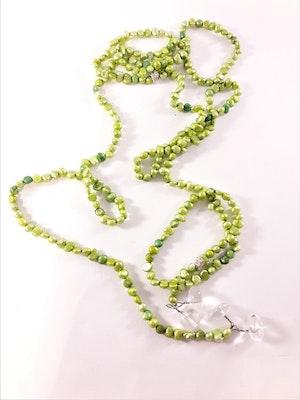 Öppet halsband med små pärlor i grönt
