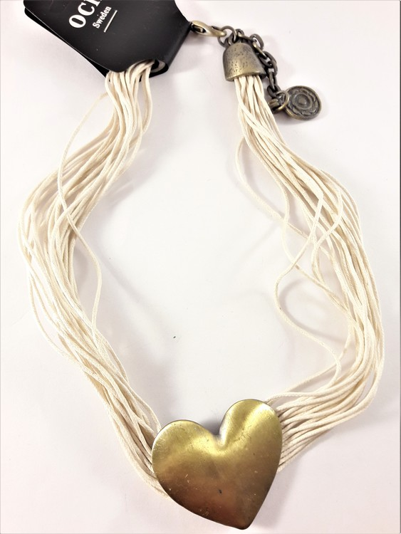 Flerradigt Halsband med Guldfärgat Hjärta