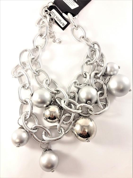 Halsband med stora kulor i silverfärg