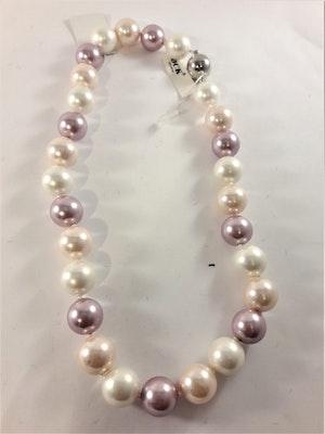 Kort halsband med pärlor i rosa och vitt