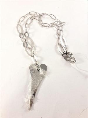 Halsband med länkar och hjärta i silverfärg