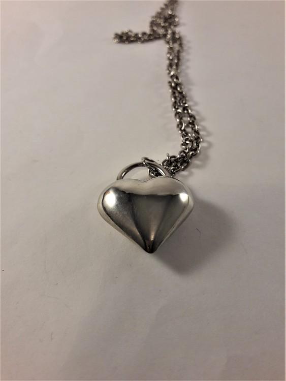 Halsband med hjärta i silverfärg