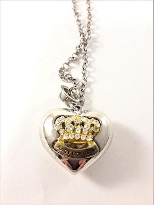 Halsband med hjärta i silverfärg och glittrande krona i strass
