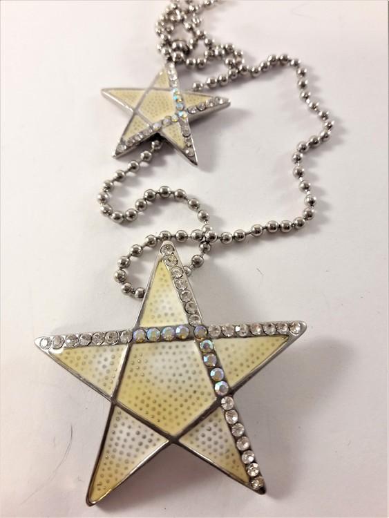 Dubbelt halsband med två stjärnor med strass som hänge