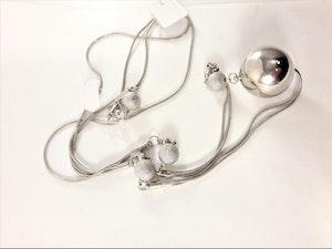 Dubbelt halsband med kulor i silverfärg