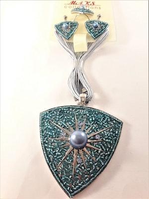 Set med halsband, ring samt matchande örhängen i grönt
