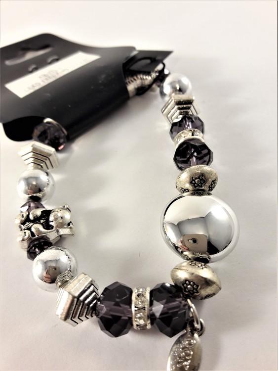Armband med Pärlor Lila och Söta Silverfärgade Berlocker