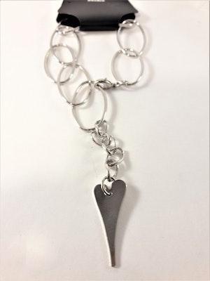 Armband med Smala Silverfärgade Länkar och Hjärta som Berlock