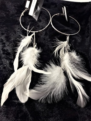 Örhängen med Silverfärgad Ring med Fjädrar Vit