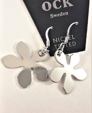 Örhängen i Stål med Flikig Blomma som Hänge Silverfärg