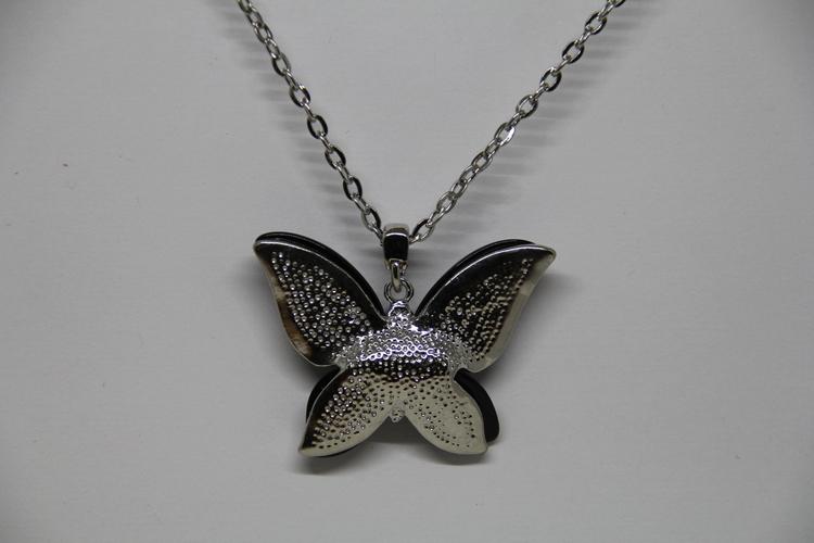Halsband med svart fjäril och strass
