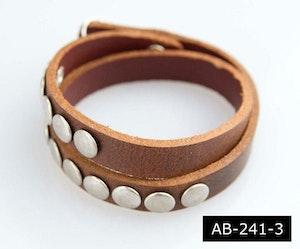 Läderarmband med runda nitar, brun