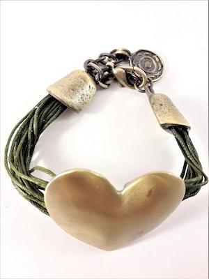 Armband med Olivgröna Trådar och Guldfärgat Hjärta