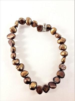 Enkelt Armband med Små Bruna Pärlor och Ring med Strass