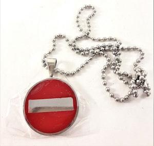 Halsband med Hänge Röd och Silverfärg