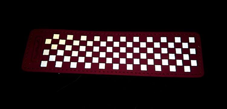 Chess rektangulär reflexbrosch, cerise