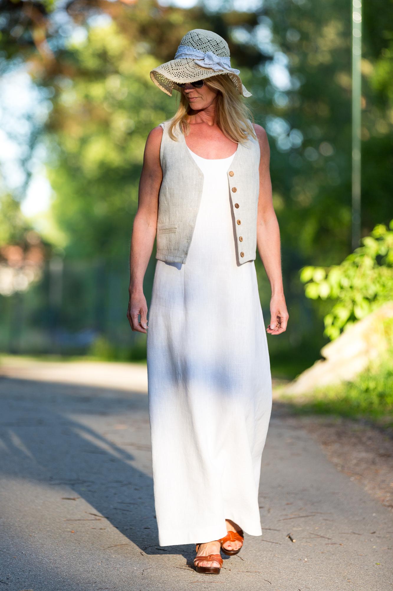 Lång klänning Asta i cert linne. Sys i Sverige.