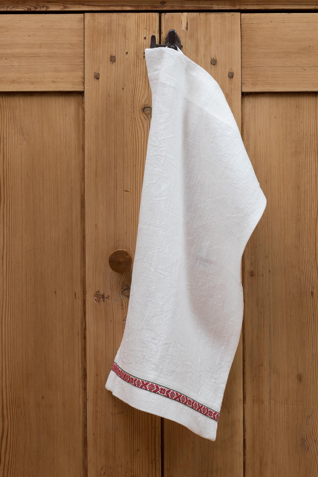 Kökshandduk i cert linne. Sys i Sverige. 30x50 cm.