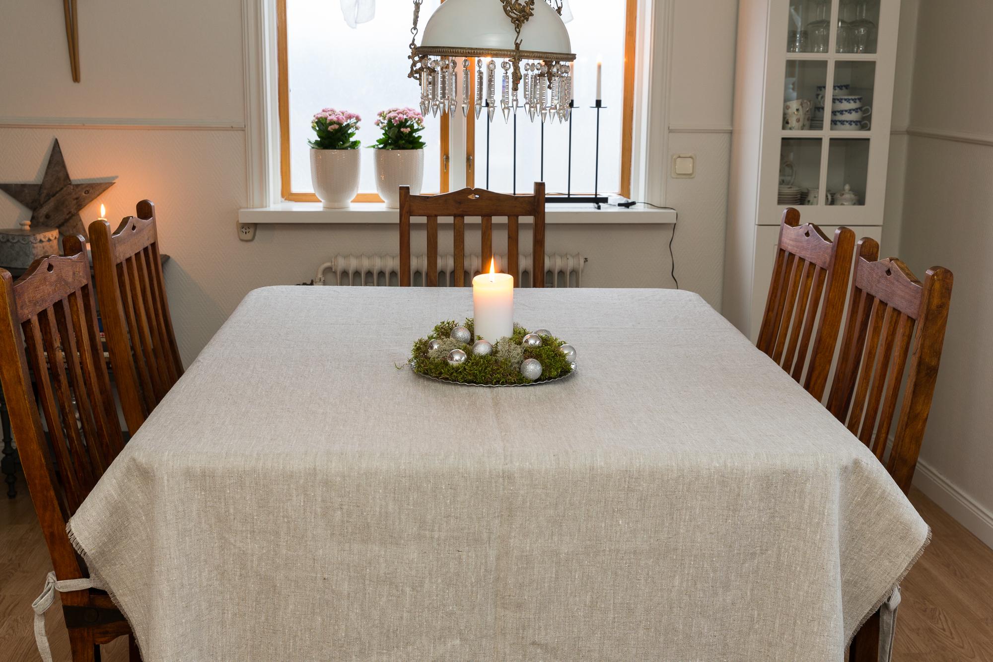 Stor duk i cert linne. Sys i Sverige.