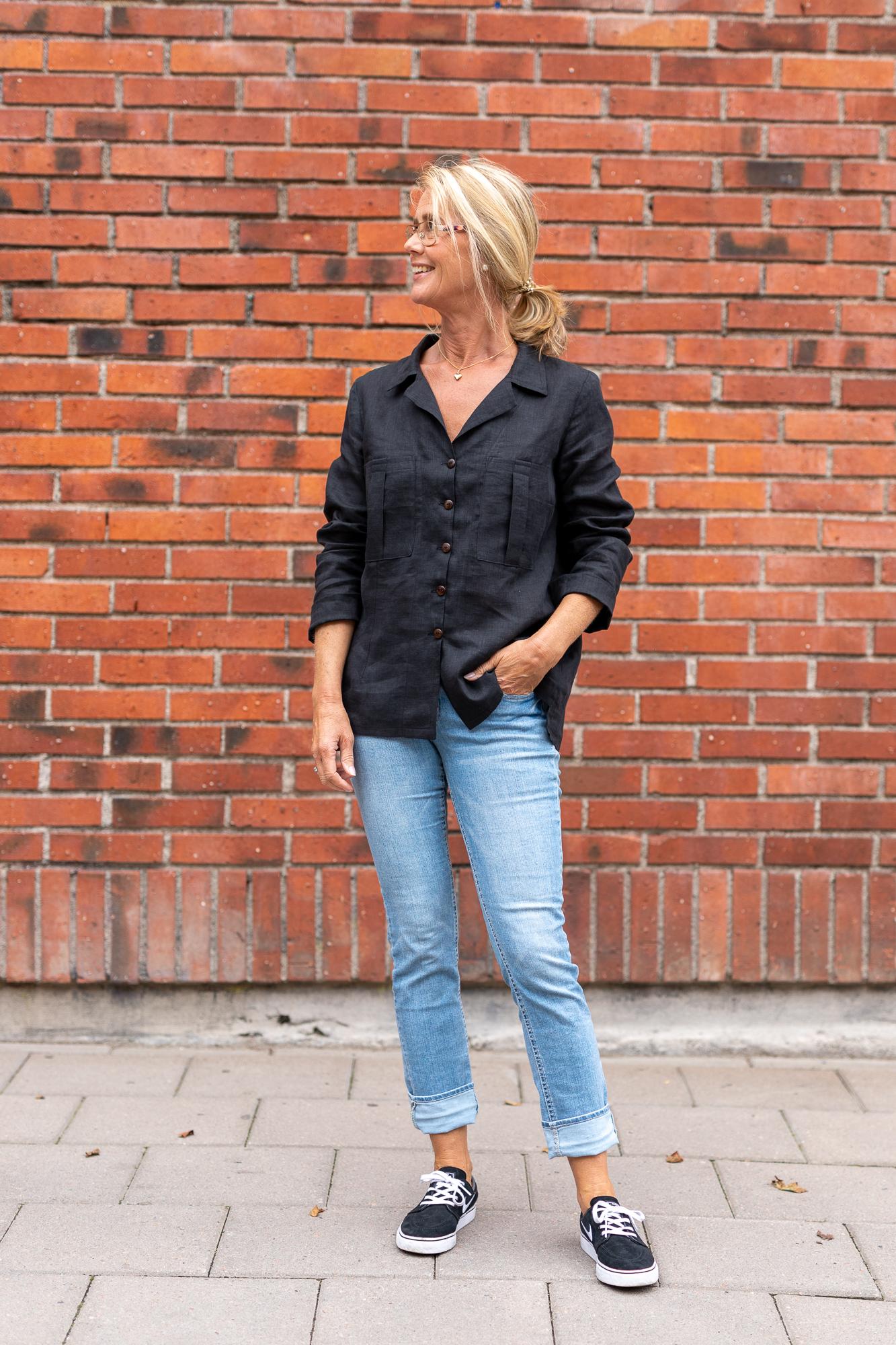 Skjorta Hedvig i cert linne. Sys i Sverige.