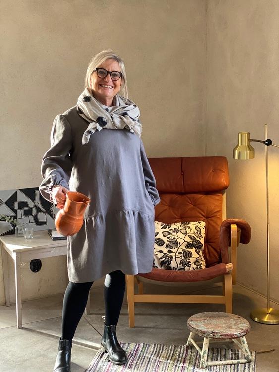 Tunika Alma i cert linne. Sys i Sverige